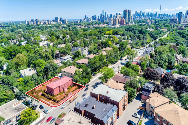 1647 Bathurst St, Toronto
