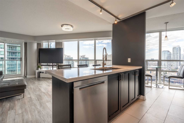 30 Grand Trunk Cres