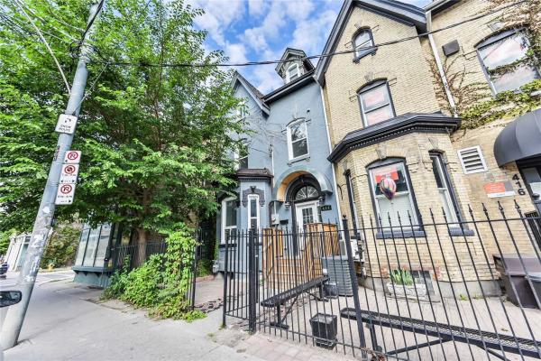 414 Dundas St, Toronto