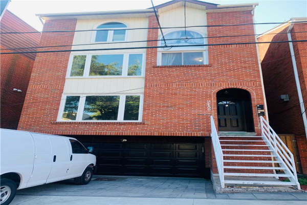 212 Milan St, Toronto