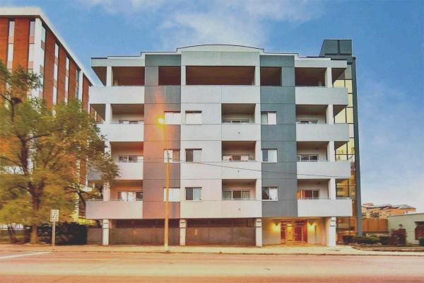 600 Eglinton Ave E, Toronto