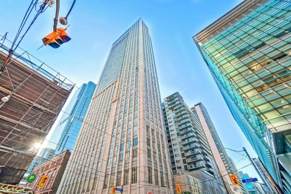 200 Victoria St, Toronto