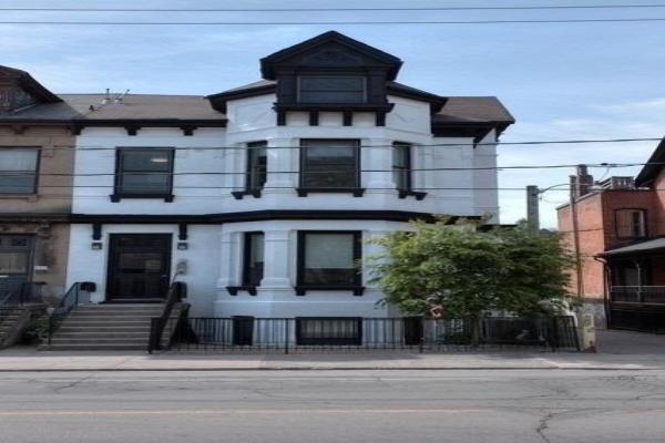 205 Gerrard St E, Toronto