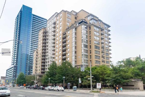 123 Eglinton Ave E, Toronto