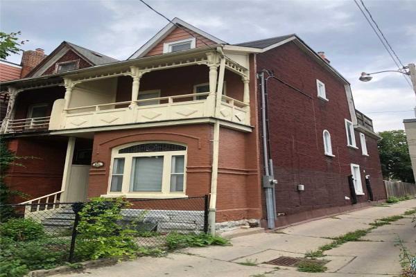 103 1/2 Borden St, Toronto