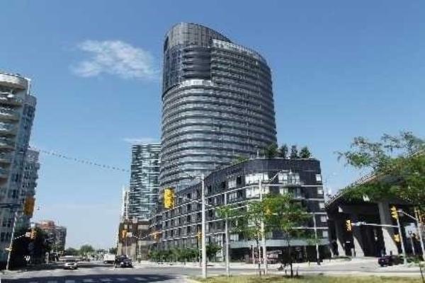 422 Lakeshore Blvd W, Toronto