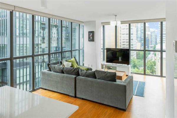 110 Charles St E, Toronto