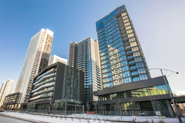 90 Queens Wharf Rd, Toronto