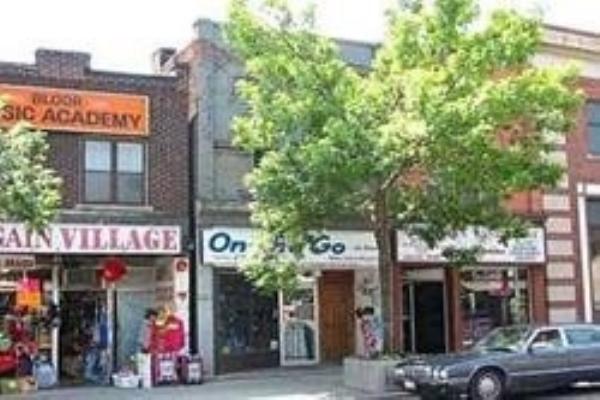975 Bloor St, Toronto