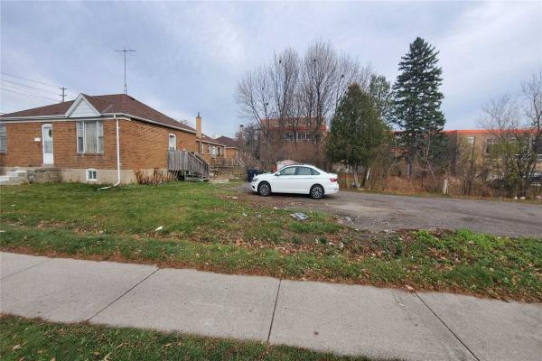 841 Sheppard Ave W, Toronto