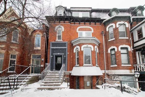 210 Carlton St, Toronto