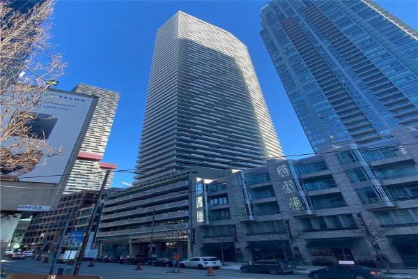 2221 Yonge St E, Toronto