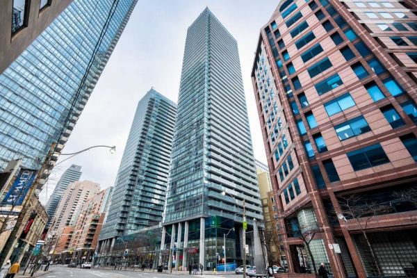 38 Grenville St, Toronto