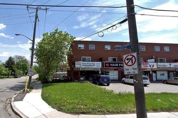3901 Bathurst St E, Toronto
