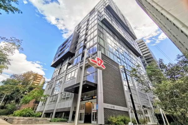 17 Dundonald St, Toronto