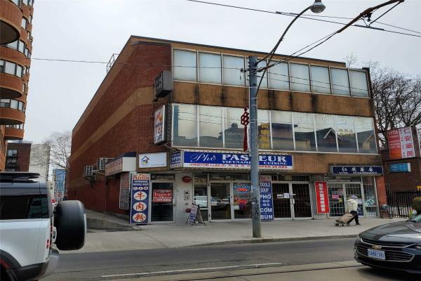 525 Dundas St W, Toronto