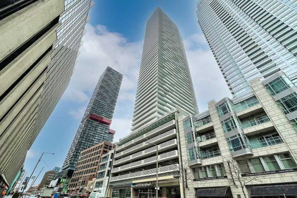 2221 Yonge St, Toronto
