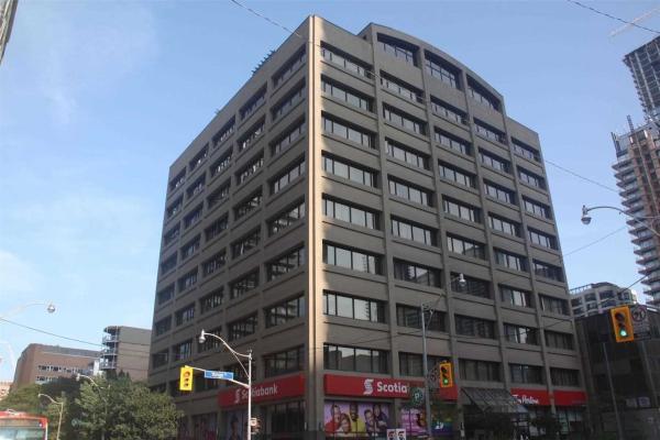 555 Yonge St, Toronto