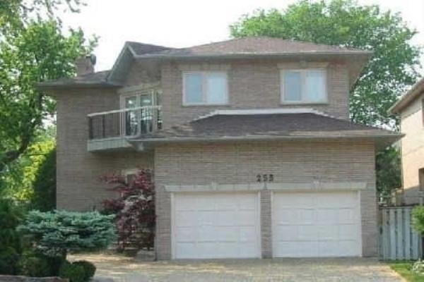255 Elmwood Ave, Toronto