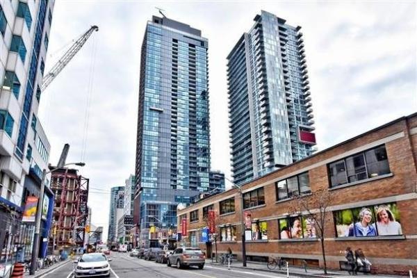 88 Blue Jays Way E, Toronto