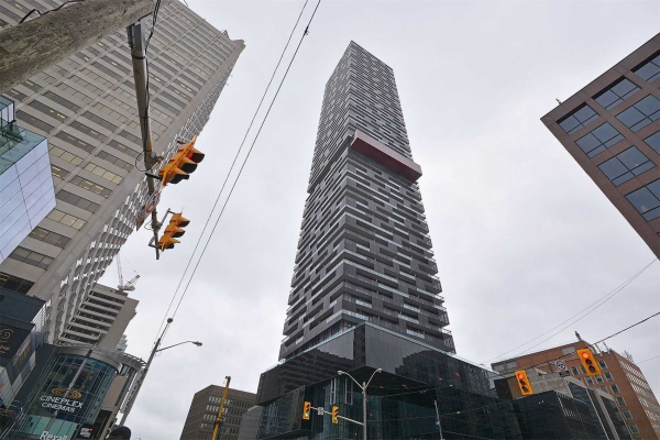 8 Eglinton Ave E, Toronto
