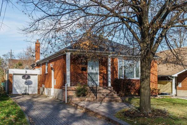 290 Bogert Ave, Toronto