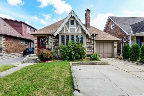 5 Fairleigh Cres, Toronto