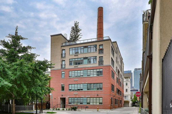 10 Wellesley Pl, Toronto