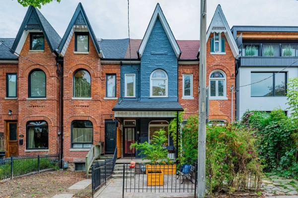 223 1/2 Borden St, Toronto