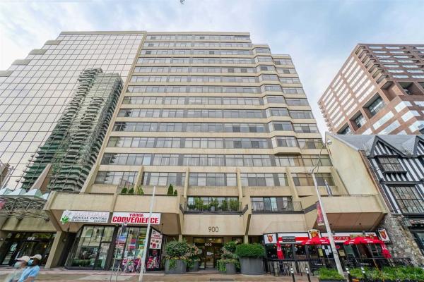 900 Yonge St, Toronto