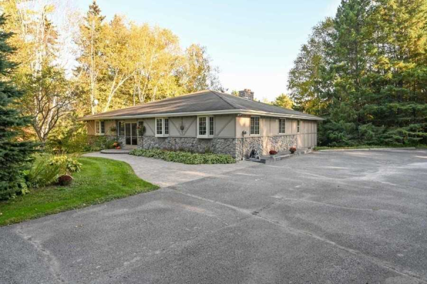 2575 Concession 9, Pickering