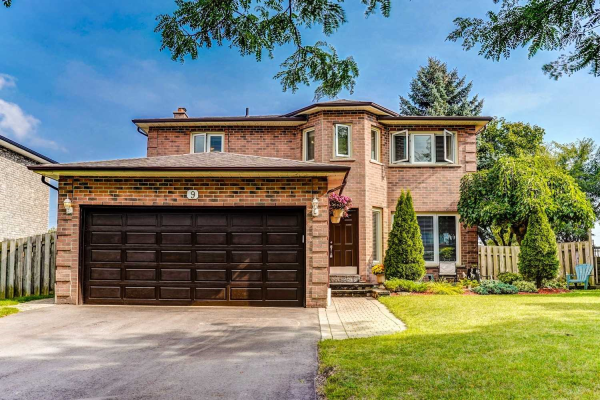 9 Cawker Crt, Whitby