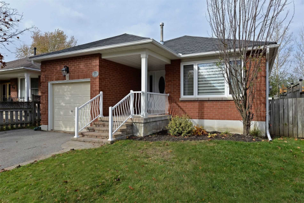 27 Stirling Ave, Clarington
