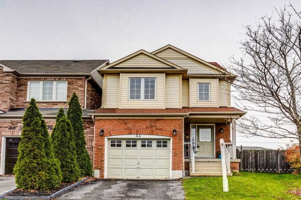 44 Longueuil Pl, Whitby