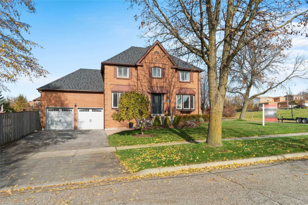 27 Coulton Crt, Whitby