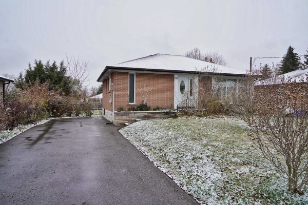 210 Hallett Ave, Whitby