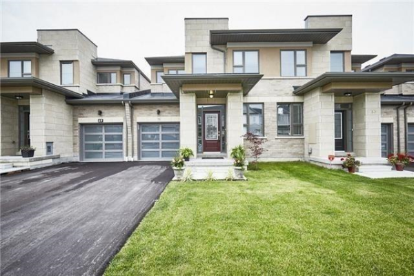 71 Barrister Ave, Whitby