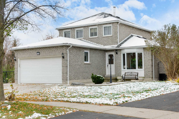 26 Wood Dr, Whitby