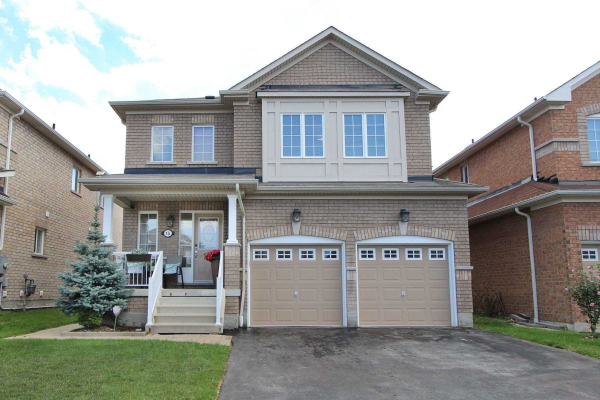 15 Oceanpearl Cres, Whitby