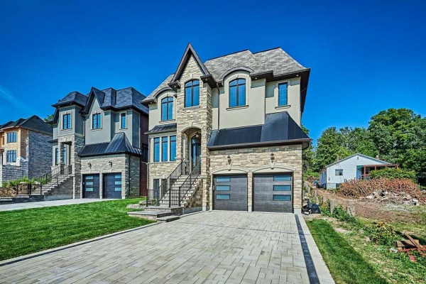 1433 Old Forest Rd, Pickering