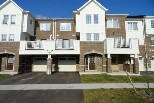 1022 Dragonfly Ave, Pickering