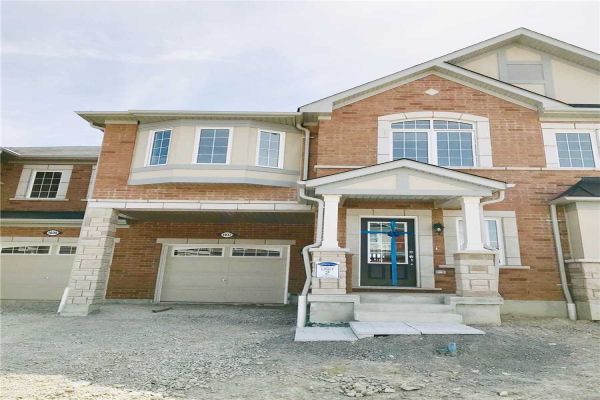 1037 Cameo St, Pickering
