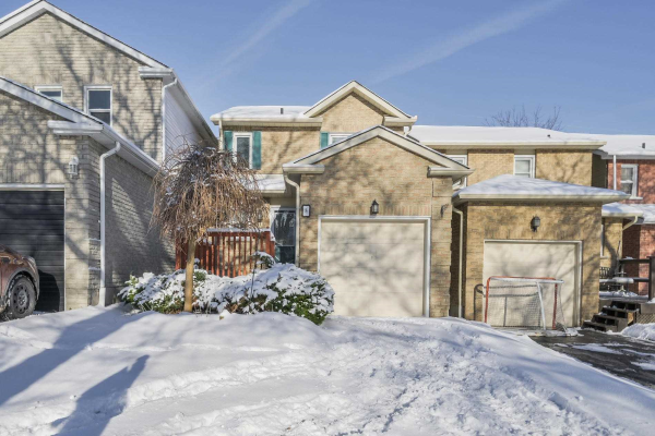 8 Greenfield Cres, Whitby