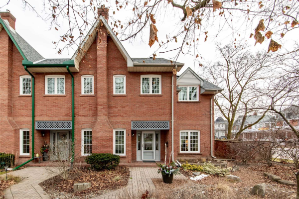 110 Mary St W, Whitby