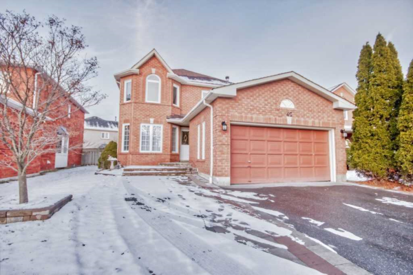 42 Winterberry Dr, Whitby