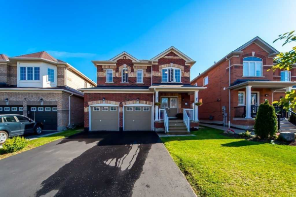 25 Oceanpearl Cres, Whitby