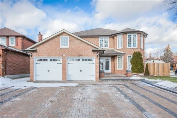 298 Hoover Dr, Pickering