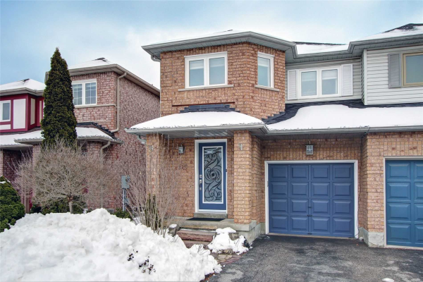 325 Sparrow Circ, Pickering