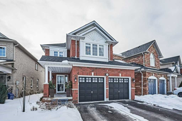 64 Chieftain St, Whitby