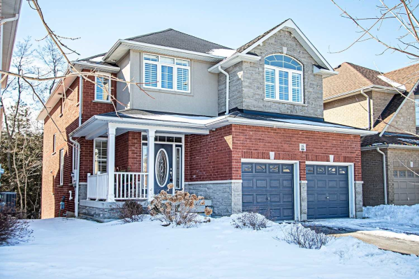 18 Stillwater Crt, Whitby